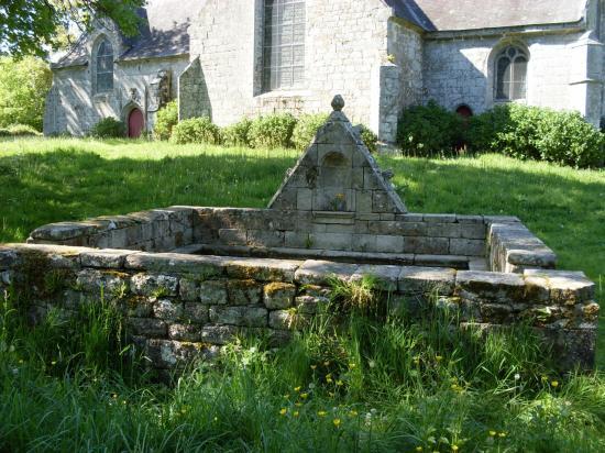 Fontaine chapelle de Saint Urlo